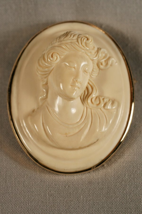 419: Intricately Carved Victorian Ivory Cameo