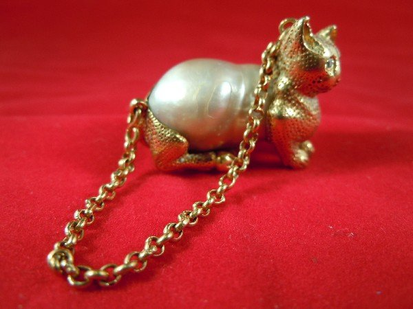 18: 14kt Gold and Baroque Pearl Cat Pendant
