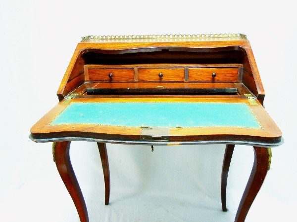 422: Small Ladies Desk with Bronze Mounts