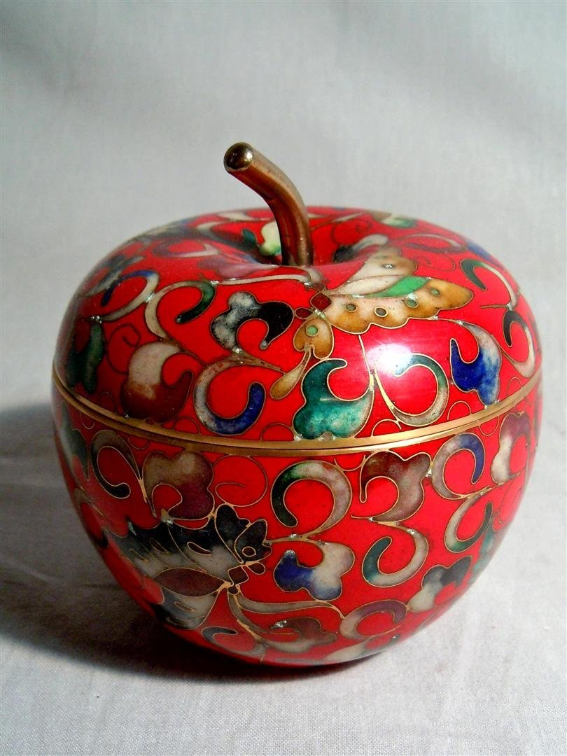 44: 20thc. Chinese Cloisonne Apple Box