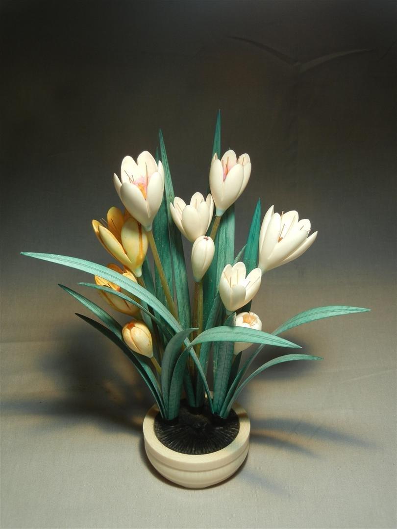 71: 20thc. Tinted Ivory Bulb Plant