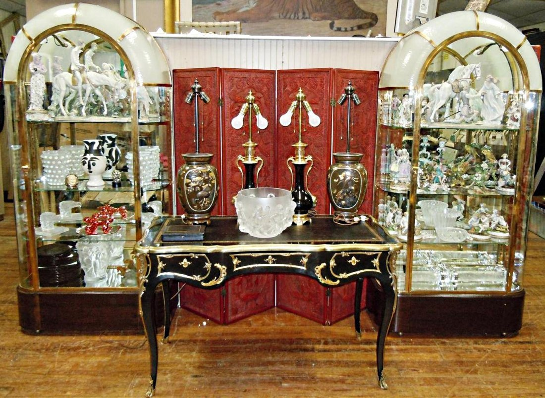 471: Pair of French Art Deco Display Cabinets