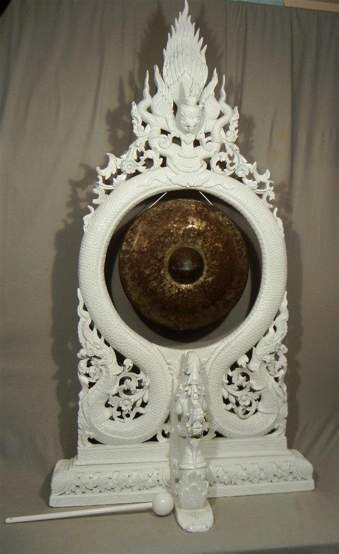 563: 19thc. White Lacquer Gong with Stand