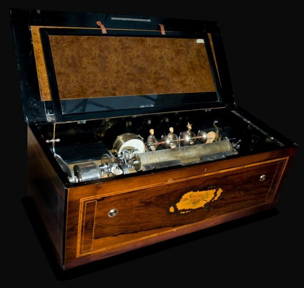 18: Magnificant and very large Orchestra Music Box from