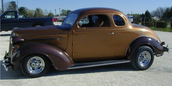 33: 1937 Plymouth Flagship