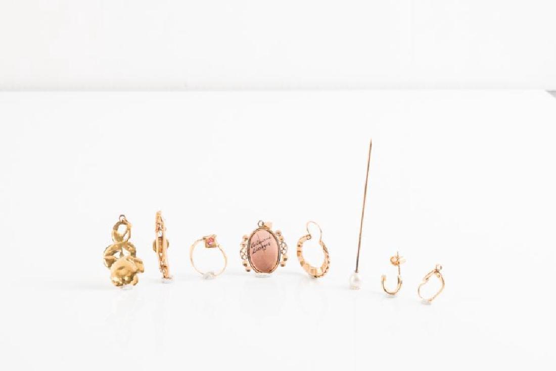 Lot de bijoux divers en or jaune (750 millièmes). Poids