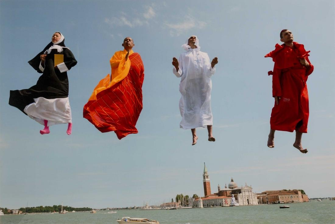 LI Wei (1970) Flying Over Venice, 2013 Photographie