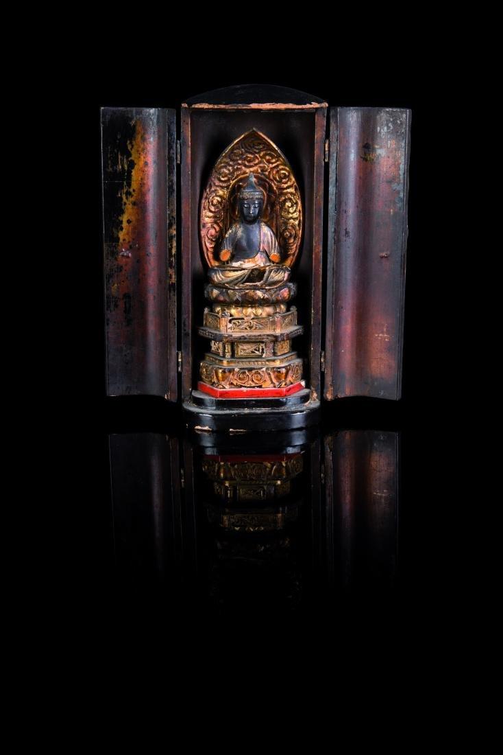 Bouddha de voyage Petit butsudan en bois, découvrant un