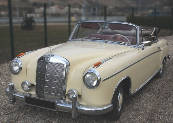 "2016: MERCEDES BENZ220 SE Cabriolet et injection""Ponton"