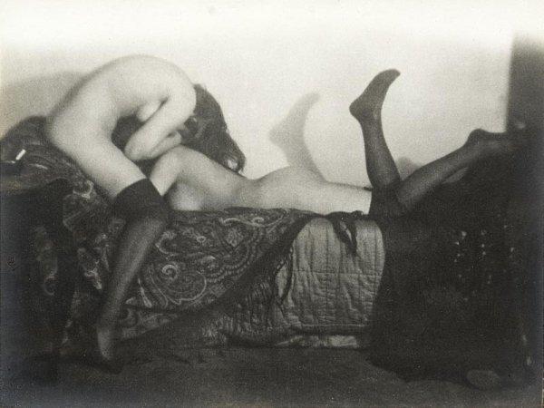 "1006:  ""GERMAINE KRULL (1897-1985)Les amies, 1924.Tirag"