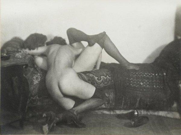 "1009:  ""GERMAINE KRULL (1897-1985)Les amies, 1924.Tirag"