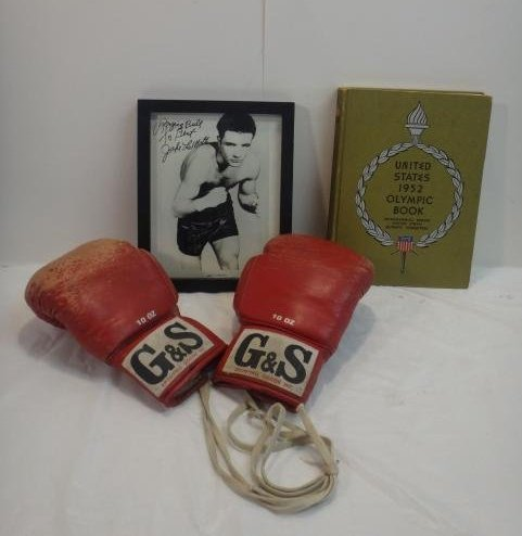 CHAMPION BOXERS, SIGNED. PHOTOS