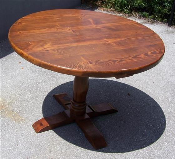 2022: Oak round table pedestal base