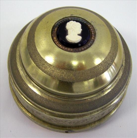 3006: Music box round metal