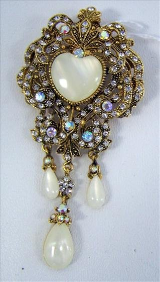3007: Broche or pendent - pearl