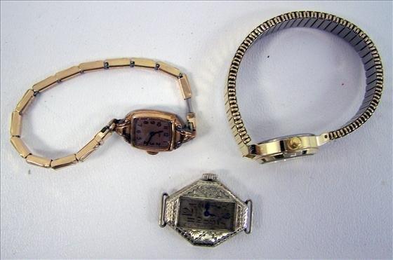3012: 3 Ladies watches - Elgin - Caravelle