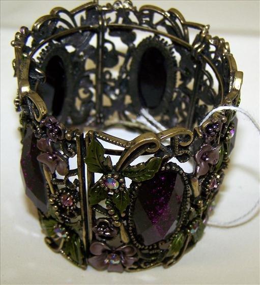 3015: Bracelet cuff