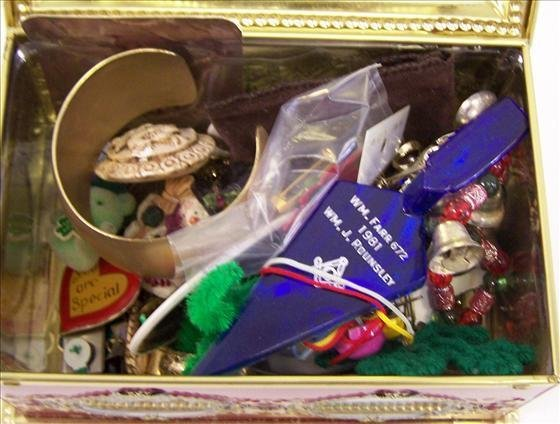 3022: Tin box of misc pins
