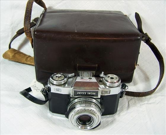 8020: Camera and case - Zeiss Ikon