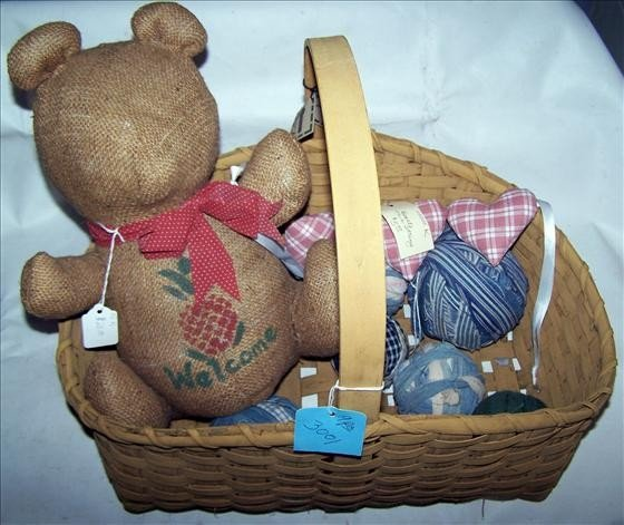 3001: Basket and teddy bear out of burlap