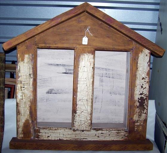 3007: Wood hanging shadow box