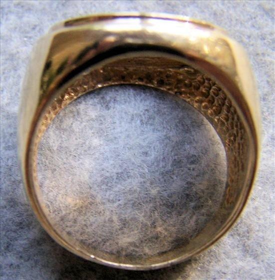 3157: 14K Yellow Gold Bezel Man's Ring - 10.9 gr