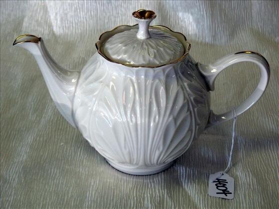 4004: 1 Lenox Teapot, Gold Mark