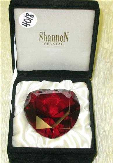 4018: 1 Shannon Crystal Red Heart Paperweight