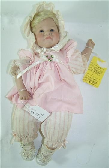 2004: Doll - Little Mary - Showcase Collection