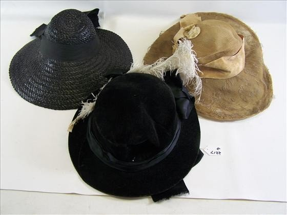 2217: 3 old ladies hats