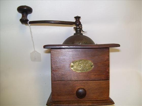 6014: Coffee grinder wood