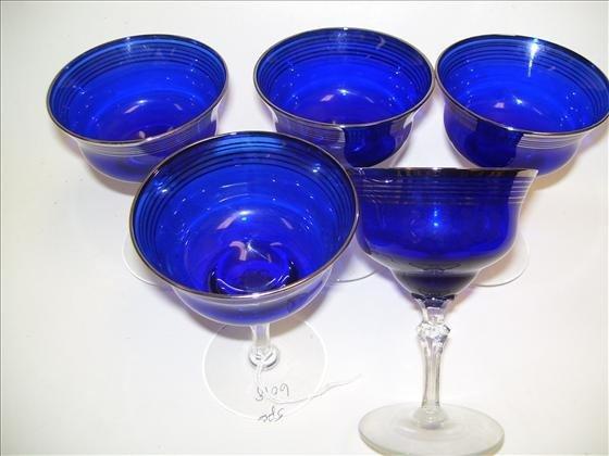 6018: 5 stems blue with silver trim