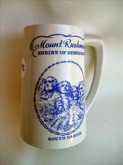 7013: Mount Rushmore blue design - mug