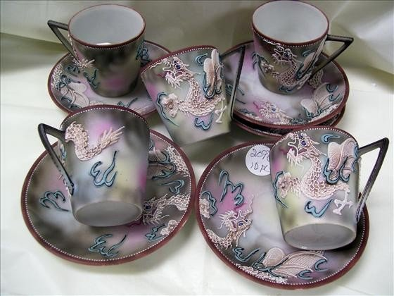 2090: 5 sets cups and saucers - Dragon ware
