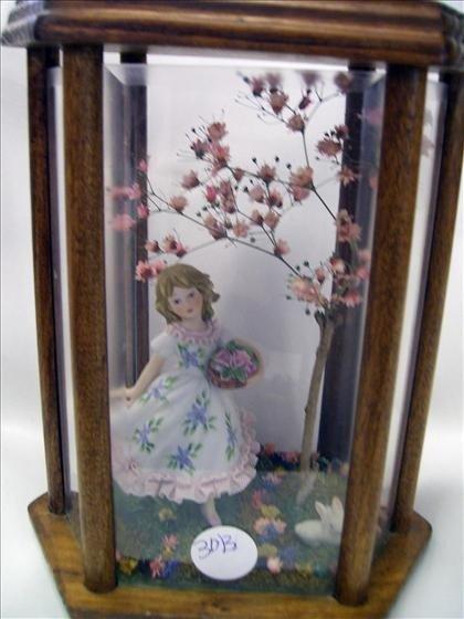 3013: Porcelain figurine in wood case
