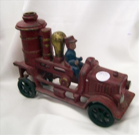 3015: Cast iron Fire truck