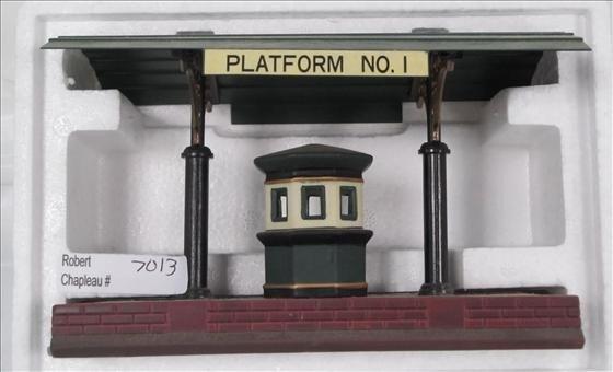 7013: Department 56 Victoria Station Train Platform