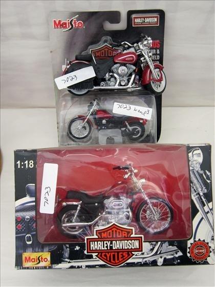 7023: Harley Davidson - 3 plastic motorcycles