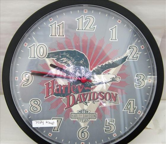 7024: Harley Davidson clock - battery