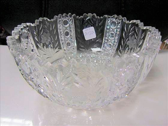 9022: Crystal cut bowl
