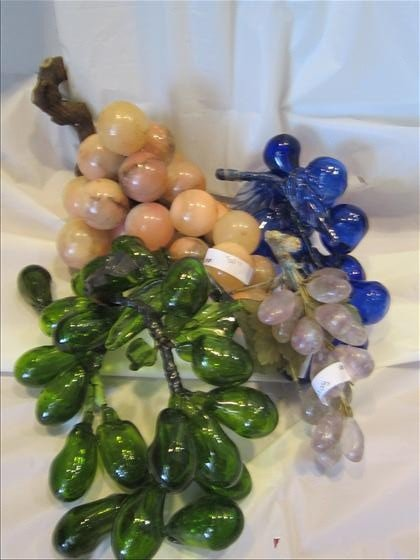 8011: 4 pc glass and marble grapes