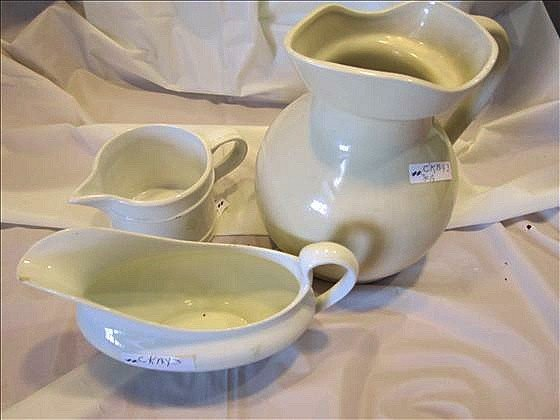 8019: 3 pc pitcher gravy
