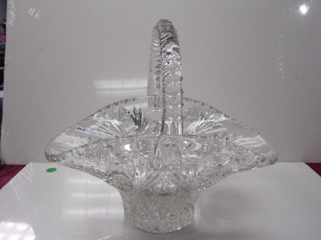 7003: Large Crystal cut basket