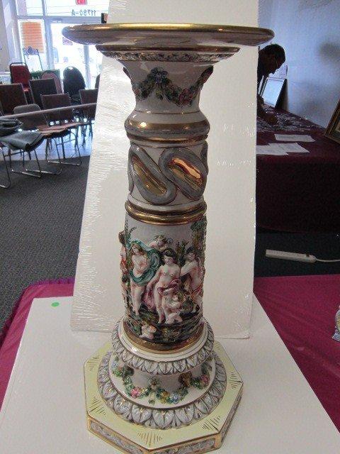 7006: Large pedestal -Capodimonte