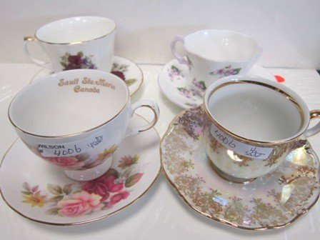 4006: 4 sets cups and saucers