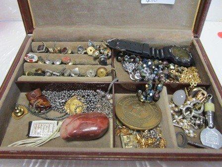 4010: Men's Jewelry box w/misc jewelry