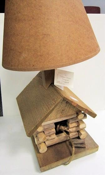 3023: Log cabin lamp with shade