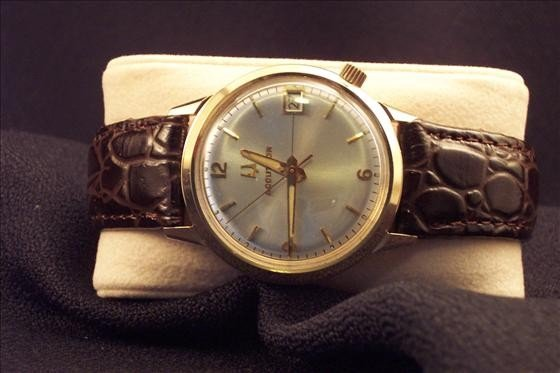 8021: Accutron 218 Time Date Watch