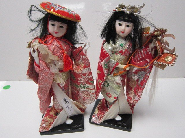 7013: 2 oriental Geisha in satin costume