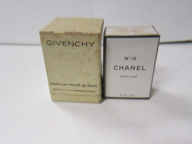 7037: 2 perfumes in box Chanel No19